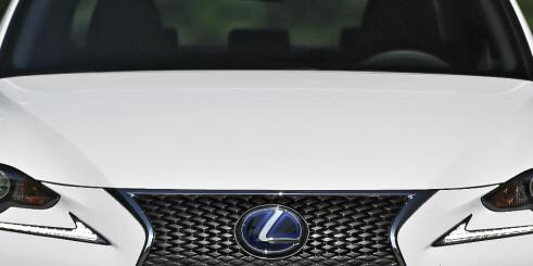 Ny hybrid: Lexus IS 300h