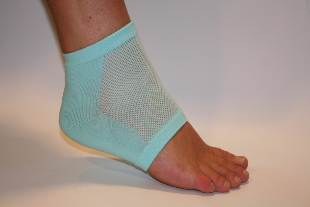 <strong><strong>GELÉ:</strong> </strong>Et tyng lag med gelé i denne spesielle tåløse sokken skal lindre og forebygge gnagsår.  Foto: Produsent