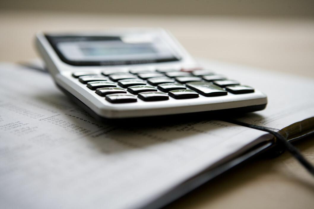 Spesielt hvis du har fått en kraftig baksmell, er det litt å spare på å betale restskatten i dag. Foto: COLOURBOX.COM