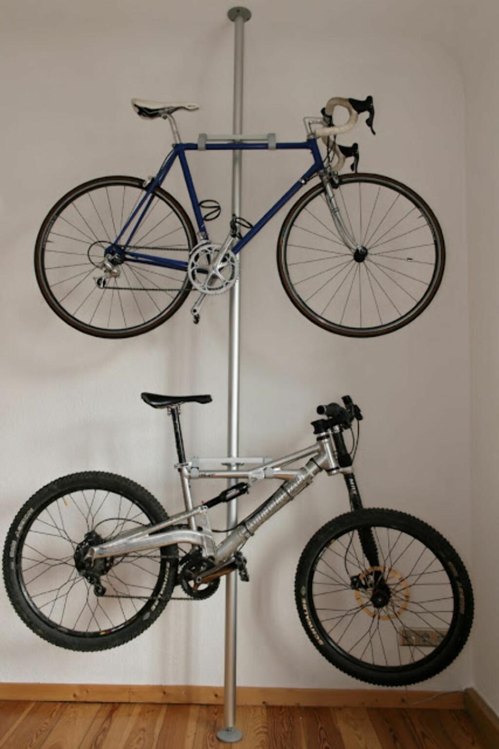 Smart bruk av Ikeas Stolmen, her med to sykler i høyden. Foto: IkeaHackers