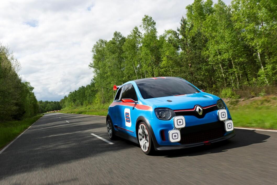 <strong>VIL SKAPE ENTUSIASME:</strong> Renault fortsetter å fyre opp under sine sportslige ambisjoner også utenfor Formel 1-banene. I anledning Monaco Grand Prix har de avduket denne (foreløpig konsept-) bilen, som heter Renault Twin'Run. Foto: Renault