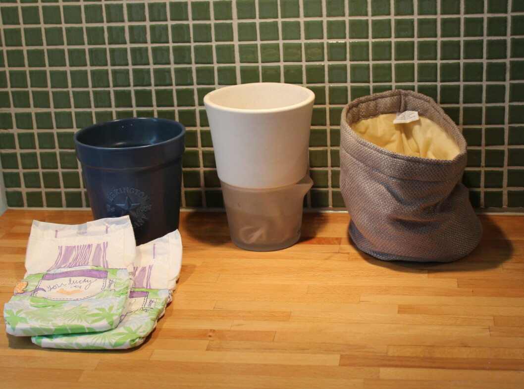 <strong>Vi tester tre selvvannere:</strong> En hjemmelaget med bleier, en fra Eva Solo og de nye selvvanningsbagene Grow-in fra Mester grønn.  Foto: Elisabeth Dalseg