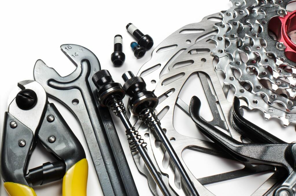Syns du vedlikehold av sykkel er kjedelig, eller kanskje vanskelig? Flere butikker og kjeder gir deg gratis service om du kjøper sykkel hos dem. Foto: All Over Press