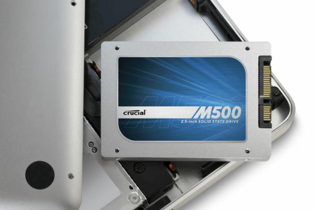 Crucial M500 har en kapasitet på 960 GB, og setter ny prisrekord i Norge. Prisen blir omtrent halvparten av hva den billigste med samme kapasitet koster i dag. Foto: Crucial