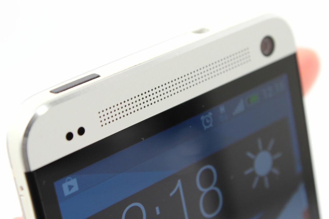 <strong><B>OPPTATT AV LYD:</strong></B> HTC One (M7) er svært pen å se på, og har svært god lyd i høyttalerne til mobiltelefon å være. Foto: Ole Petter Baugerød Stokke