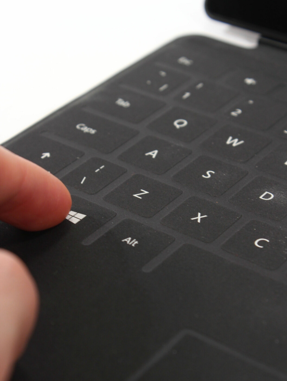 <strong>OVERRASKENDE:</strong> At tøystykket Touch Cover faktisk fungerer som tastatur på Surface RT, er noe overraskende. Men det krever trening.  Foto: Ole Petter Baugerød Stokke