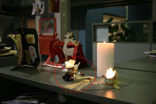 STEARIN? Etter endt julefeiring blir det gjerne en del stearinflekker på dukene. Foto: ELISABETH DALSEG