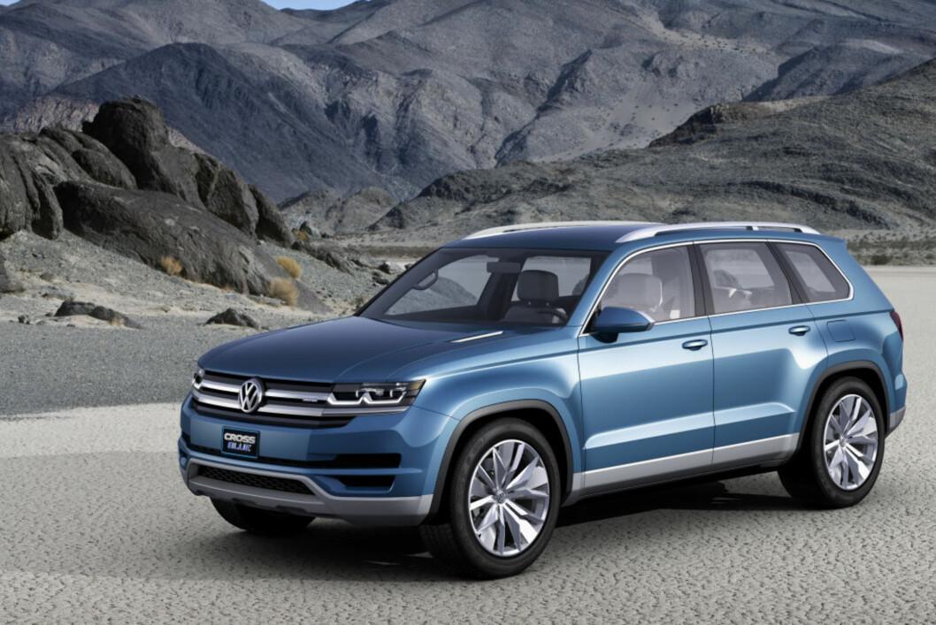 Hint av Jeep Grand Cherokee? VW CrossBlue er en stor SUV med tre seterader. Den er en ladbar hybrid med en dieselmotor og to elektromotorer. Foto: VW