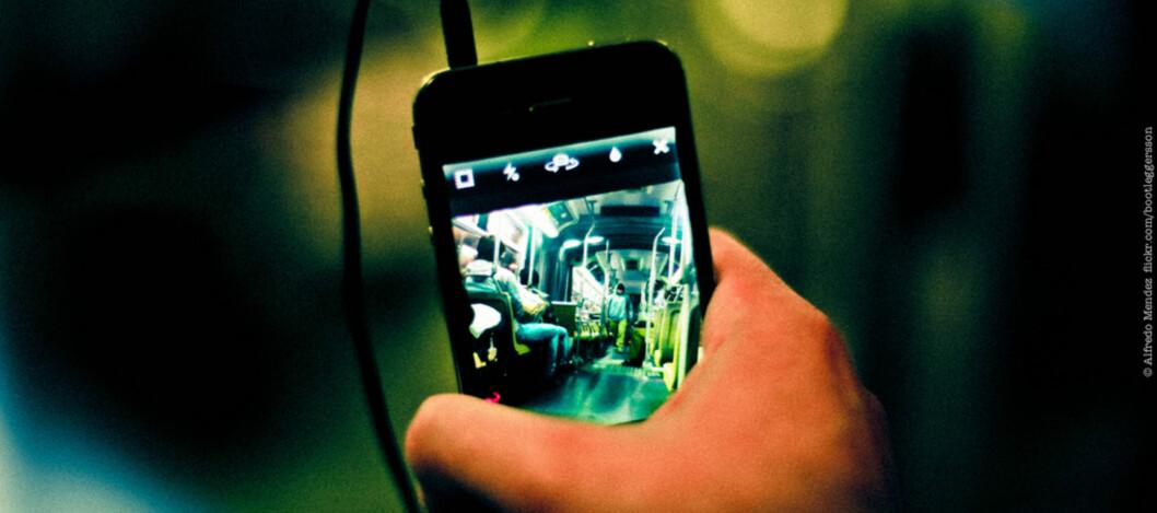 """<strong>De nye bruksvilkårene for Instagram har satt sinnene i kok hos brukere, men er de egentlig så ille som enkelte nettsteder skal ha det til? (Foto:</strong> <a href=""""http://www.flickr.com/photos/bootleggersson/7986950915/"""">Instagram.</a> av <a href=""""http://www.flickr.com/photos/bootleggersson/"""">Alfredo Mendez</a>, <a href=""""http://creativecommons.org/licenses/by/2.0/deed.en"""">CC-BY</a>)"""