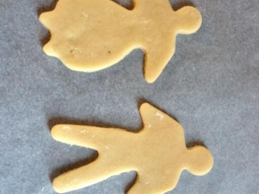 Bortsett fra at det er en mann og en dame - ser du forskjell? (Hjemmelaget er til venstre, ferdigmiks til høyre.) Foto: Berit B. Njarga