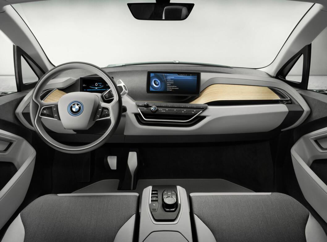 Enkelt, greit og ryddig. Mye kan styres fra mobilen.  Foto: BMW