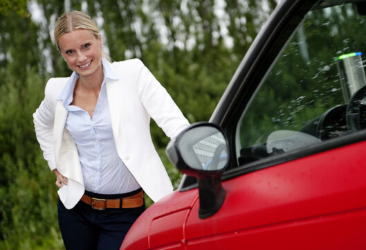 Silje Sandmæl minner om at det er viktig å tenke på hele økonomien før man innlemmer bilen i huslånet. Foto: DNB