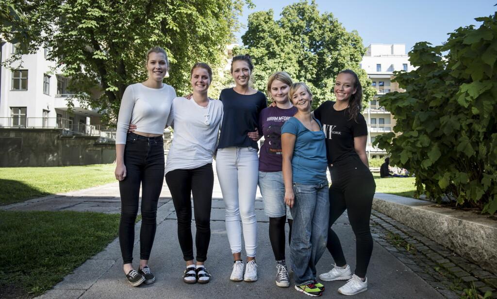 TRYGT VALG: I framtida blir det lett for alle å få jobb i helsesektoren, og sykepleiere især. De seks ferske sykepleierstudentene ved Høgskolen i Oslo og Akershus er fornøyde med valget av utdanning. Fra v: Ronja Huse (19), Nina Katz (24), Isabel Løken (19), Beate Færevaag Skaane (22), Linn-Rebecca Stenberg (34), Julie Rognmo Nilsen (21). Foto: Lars Eivind Bones<div><br></div>