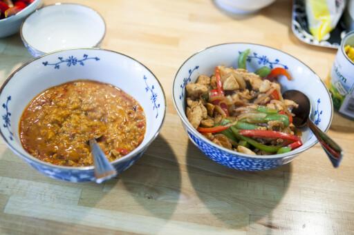 To sorter fajitas. Mens ferdigvarianten fra Toro er laget av kyllingkjøttdeig, bruker man tradisjonelt kyllingfilét i fajitas. Foto: Per Ervland