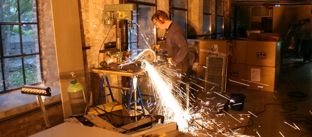 Det jobbes på spreng for å få ting klart til åpningen.  Foto: Kristin Sørdal