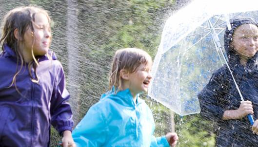 Se hvilket regntøy for barn som stenger vannet ute