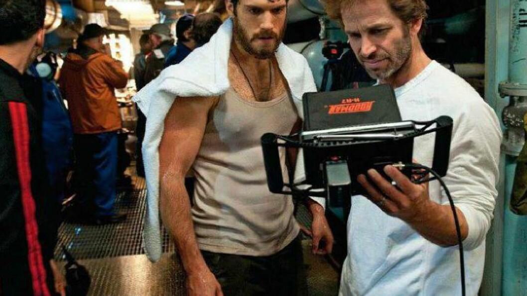 <strong>FÅR OPPDRAGET:</strong> Regissør Zack Snyder (til høyre) har allerede regissert Henry Cavill (til venstre) i «Man of Steel». Nå skal Snyder lage to filmer til med karakterene fra DC Comics' tegneserieunivers. FOTO: PROMO