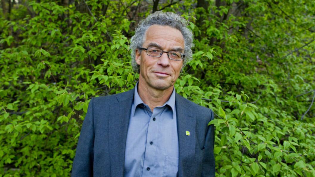 <strong>-  DUMMER OSS UT:</strong> De Grønnes Rasmus Hansson, som sitter i Stortinget kontroll- og konstitusjonskomite, frykter at Stortinget ikke vil greie å bli enige om en grunnlov i ny språkdrakt til 200-års jubileummet 17.mai. Foto: Vegard Grøtt / NTB scanpix