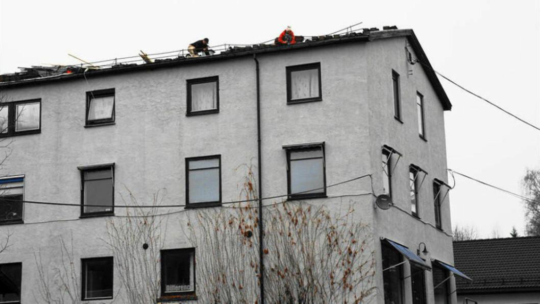 <strong> UTEN SIKRING:</strong>  Dagbladet skrev i november 2009 om flere polske arbeidere som jobbet på et tak i Røyken kommune i Buskerud - uten tilstrekkelig sikring. Nå er arbeid i høyden ett av fire hovedområder som Arbeidstilsynet vil bøtlegge. Dette vil blant annet omfatte regler for stillas, bruk av arbeidsutstyr i høyden, verneutstyr og opplæring. Foto: Johnny Olsen / Dagbladet