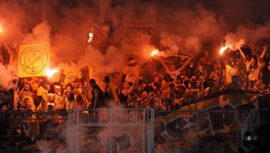 ENGASJEMENT:  Dynamo Dresden-supporterne er en engasjert gjeng. Her under en cupkamp mot Borussia Dortmund for tre år siden. FOTO: NTB SCANPIX