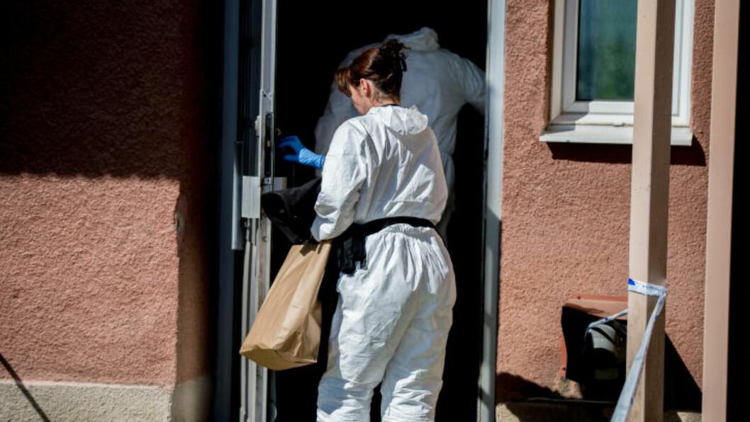 <strong>ETTERFORSKES:</strong> Saken som ryster Sverige er nå under bred etterforskning. Det skal ha kommet inn anmeldelser rundt forholdet i leiligheten allerede før jentas død. Foto: Anna Sunesson / TT / NTB Scanpix