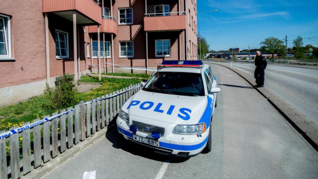<strong>VAR ANMELDT:</strong> Forholdene i en av leilighetene i dette bygget i Karlskrona i Sverige, var allerede anmeld før jenta onsdag kveld ble funnet med omfattende skader, og senere døde. Pappaen sier han ble varslet om drapet på Facebook. Foto: Anna Sunesson / TT / NTB Scanpix