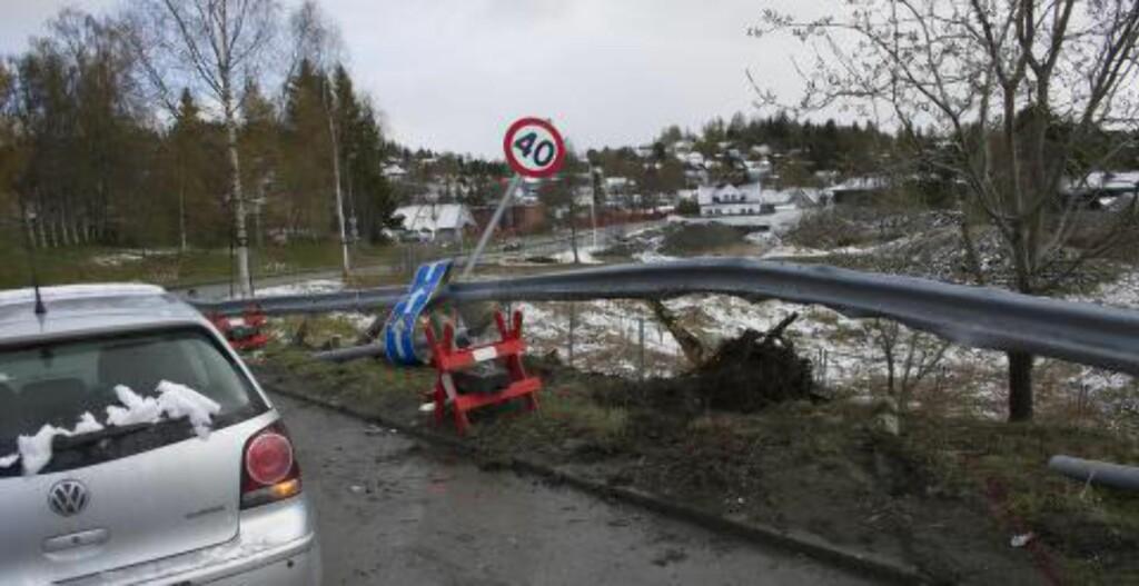KRAFTIG SAMMENSTØT:  Slik så åstedet i General Bangs vei ut etter at Petter Northugs Audi A7 var tauet bort. Foto: Privat.