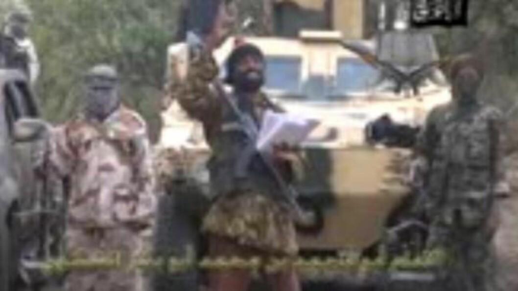 <strong>BOKO HARAM:</strong> Dette bildet er hentet fra en video som nyhetsbyrået AFP har fått tilgang til. Den viser lederen av Boko Haram, Abubakar Shekau, som sier at han tar på seg ansvaret for bortføringen.  Foto: AFP PHOTO / BOKO HARAM