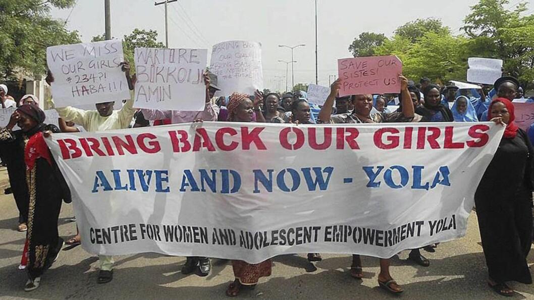 <strong>DEMONSTRER:</strong>  Nigerianere demonstrerer over den manglende responsen til regjeringen etter at 276 jenter ble bortført fra en skole i Chibok i Borno. Foto:EPA/STR