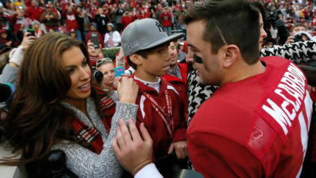 <strong>FANT TONEN:</strong> AJ McCarronfra Alabama Crimson Tide og Katherine Webb. Foto: Kevin C. Cox/Getty Images/AFP