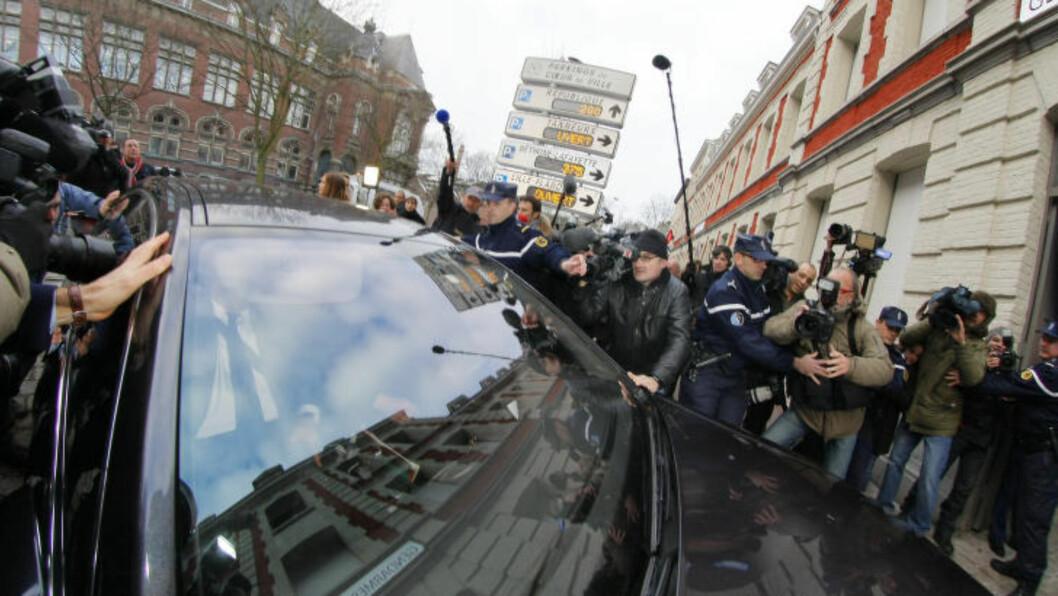<strong>MYE OPPSTYR:</strong> Saken var av den type som skaper ekstremt medieoppstyr. Her ankommer  Dominique Strauss-Kahn politistasjonen i Lille 21 februar 2012. AP Photo/Michel Spingler)