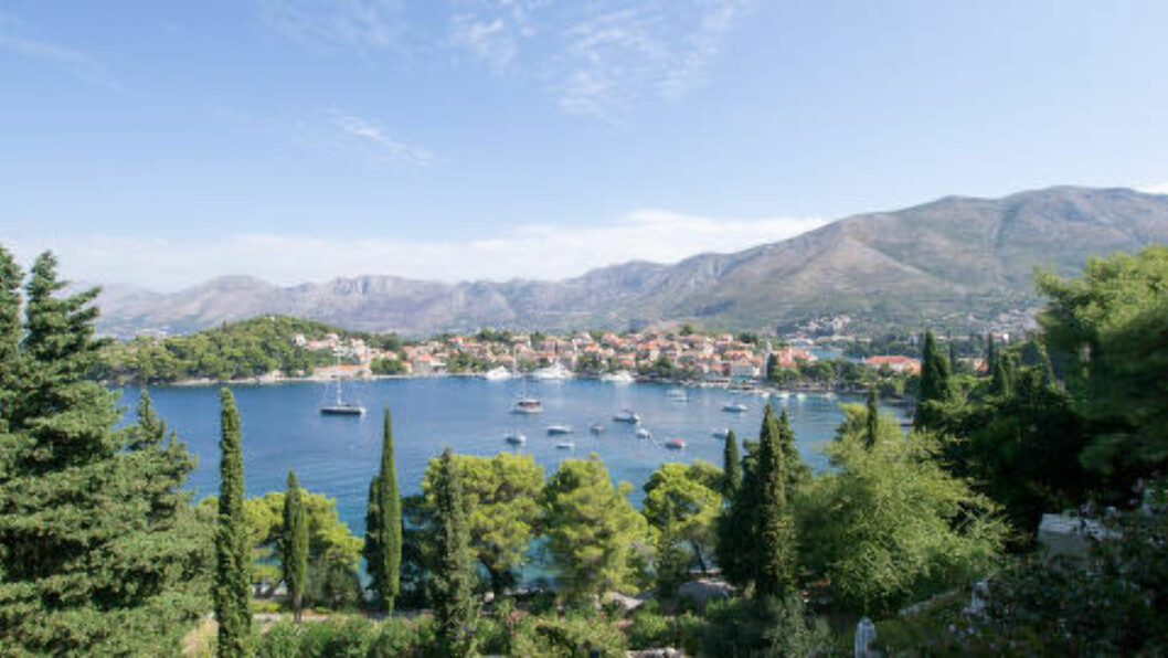 <strong>KROATIA:</strong> Mens gjestene betaler i dyre dommer for hotellrommene under den 65. sommerfestivalen i Dubrovnik fra 10. juli til 25. august, kan du heller dra til den rolige kystbyen Cavtat drøye to mil lenger sør. Foto: BINDER.DONETAD/CREATIVE COMMONS