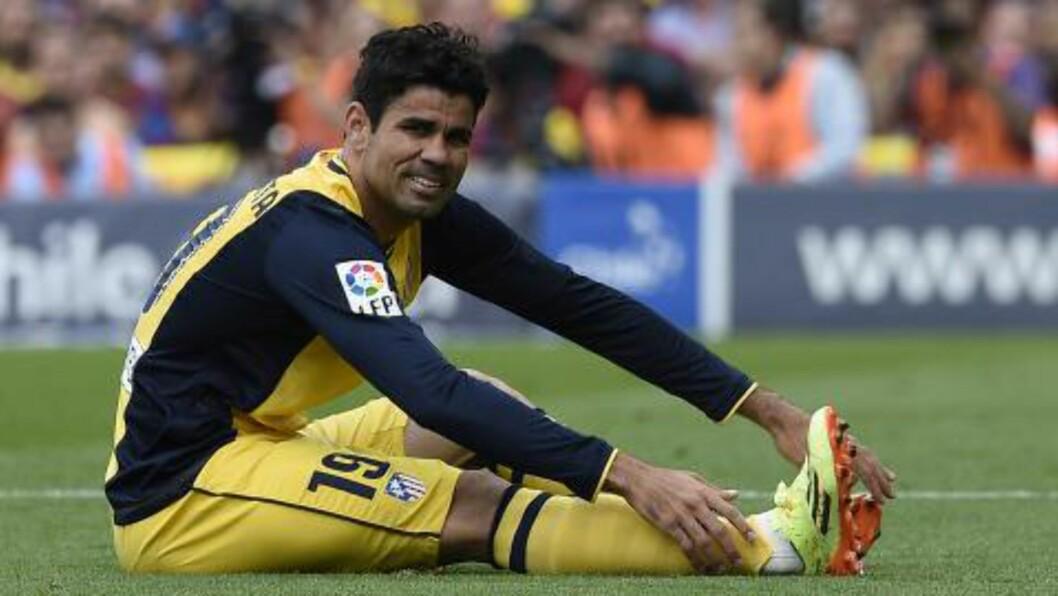 <strong>SKADET:</strong> Diego Costa måtte ut med skade etter et snaut kvarter i lørdagens kamp. Nå krysser samtlige med Atletico-tilhørighet fingrene for at stjernespissen blir klar til Champions League-finalen. Foto: AFP PHOTO/ LLUIS GENE