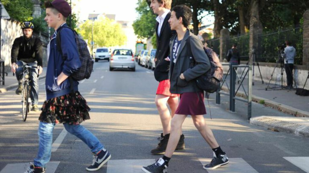 STOR OPPSLUTNING: De fleste studentene støttet opp om aksjonen, som ble holdt på 27 skoler i Nantes-regionen fredag. Foto: JEAN-SEBASTIEN EVRARD / AFP / NTB Scanpix