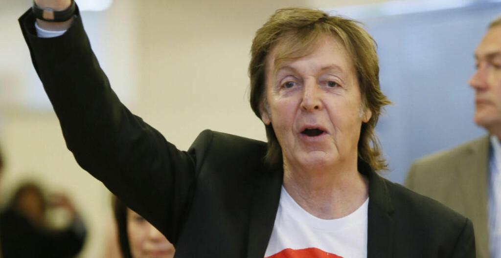 RAMMET AV VIRUS:  Beatles-legenden Paul McCartney er rammet av virus og har måttet avlyse tre konserter i Japan. Her er han da han ankom Tokyo i forrige uke. Foto: AP Photo/Kyodo News / JAPAN OUT, CREDIT MANDATORY
