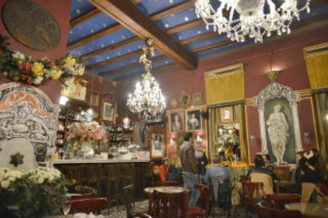 <strong>OVER THE TOP:</strong> Minimalisme er helt ut i Café de las Horas, som de to innehaverne innredet helt på egenhånd, nesten uten budsjett, da de startet opp for rundt 20 år siden. Foto: GJERMUND GLESNES