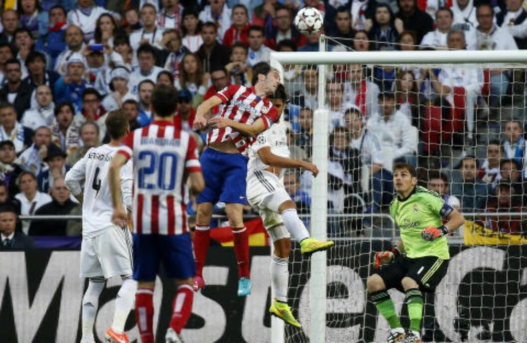 <strong>INNSER TABBEN:</strong> Men det er allerede for seint for Casillas. Foto:   REUTERS/Paul Hanna/NTB Scanpix