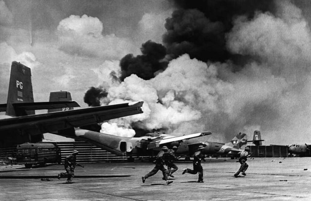 ALLE AVGANGER KANSELLERT: 30. april, 20 dager etter at vi dro, inntok nordvietnameserne Tan Son Nhat-flyplassen og resten av Saigon. Foto: AFP / NTB Scanpix