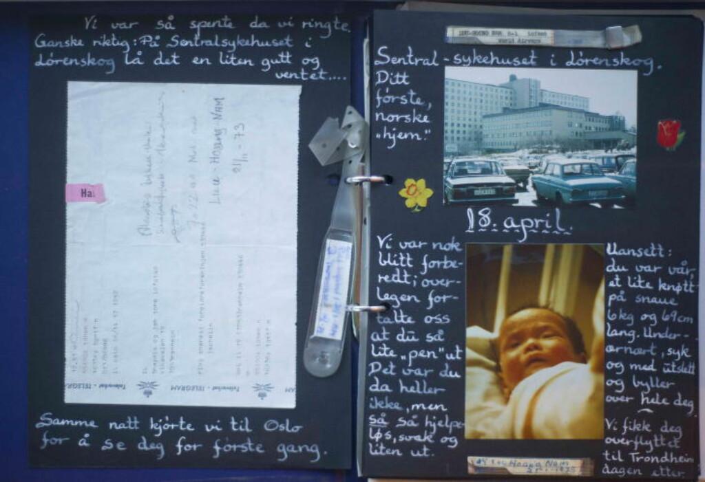 MINNER: Min mor tok vare på bilder og andre minner fra mitt første år i Norge. Her fra første gang de så meg på Sentralsykehuset i Akershus, 18. april 1975. Til venstre telegrammet om at jeg var ankommet Norge, øverst til høyre bagasjelappen som fungerte som identifikasjonstegn. Foto: Privat