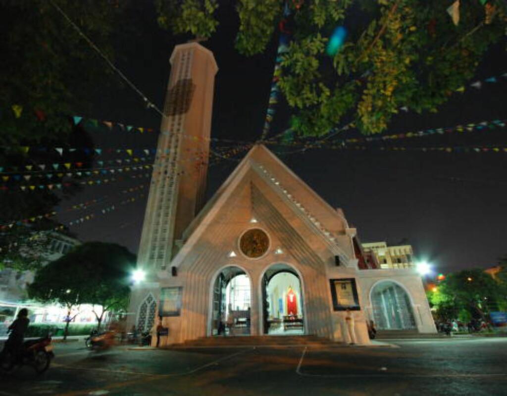 KIRKE: Chua Cuu The (Vår frelser) er en av de større katolske kirkene i Ho Chi Minh-byen. Barnehjemmet mitt lå bak kirka, men er nå lagt ned. Foto: Ralf Lofstad
