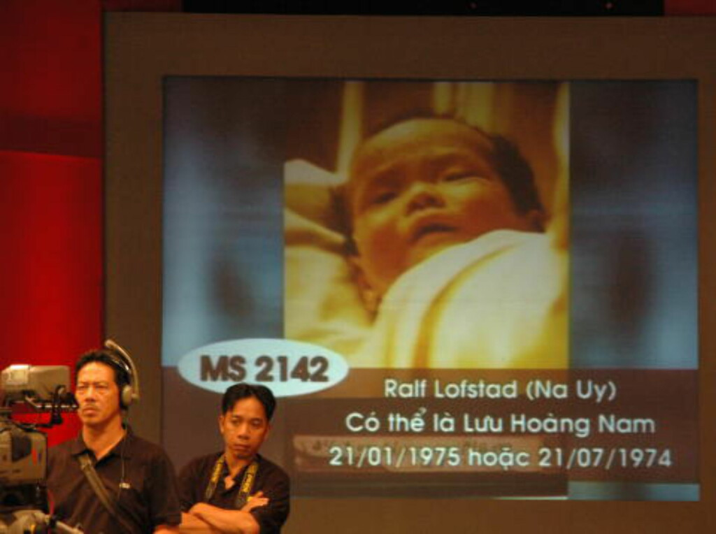 PÅ TV: I 2010 deltok jeg i et direktesendt talkshow på landsdekkende vietnamesisk tv, der bilder av adopterte barn som søkte sine biologiske foreldre, blant dem meg, ble vist fram. Foto: Tonje Finvold Lacher