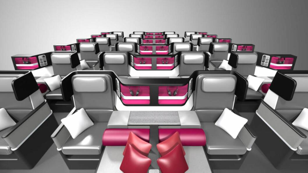 ØKONOMIPASSASJER? DA MÅ DU SITTE! Selv om flysetet kan omgjøres til liggesete, er det kun de som har betalt ekstra for det, som kan strekke seg ut. Alle vi andre må pent sitte. Foto: PAPERCLIP DESIGN