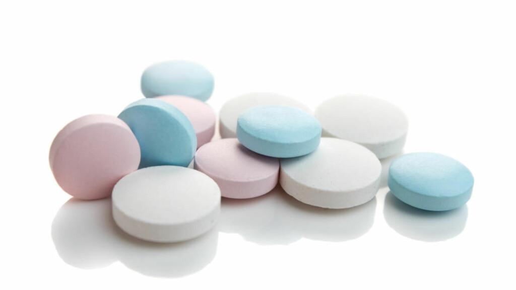 KAN VÆRE FARLIG: Flere eldre tar gjerne flere medisiner daglig. Ny forskning viser at flere medisiner kan ha uheldig påvirkning på hverandre. Enkelte blandinger kan faktisk være dødelige. Foto: COLOURBOX