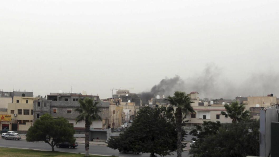 <strong>ESKALERENDE URO:</strong>  USAs utenriksdepartement sier amerikanere er særlig utsatt for angrep i Libya. Dette bildet er tatt 18. mai, da en gruppe væpnede menn stormet parlamentsbygningen i Libyas hovedstad Tripoli. Foto: REUTERS/Hani Amara
