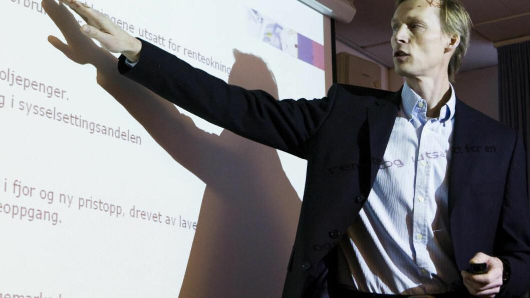 <strong>HANDEL:</strong> Seniorøkonom Kyrre Aamdal, DnB Markets, hadde lavere vekstanslag for detaljhandelen i april. Foto: Berit Roald / Scanpix