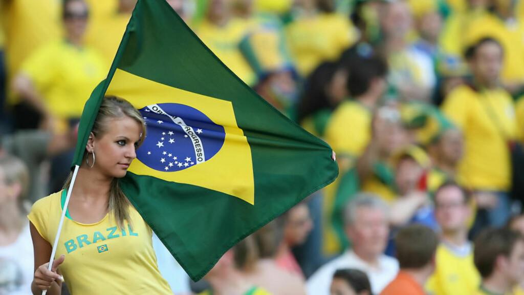 Forventningsfull: De brasilianske supporterne har store forventninger foran VM på hjemmebane, og er da også favoritter til å vinne det 20. verdensmesterskapet i fotball. Foto: AFP PHOTO PATRIK STOLLARZ.