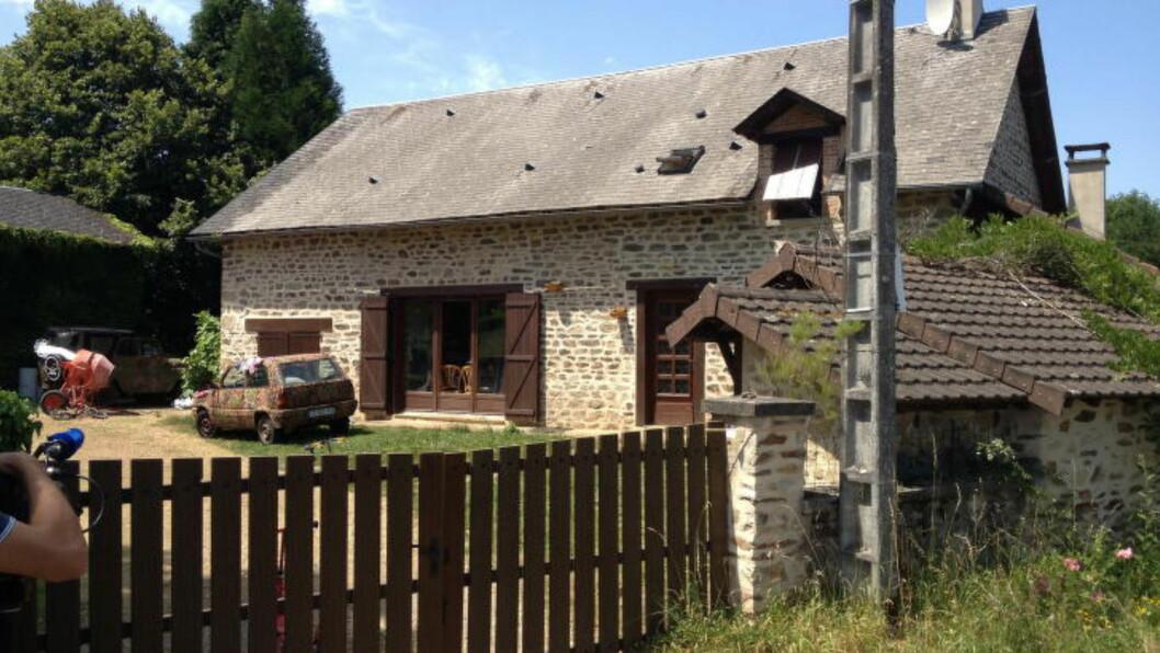 ARRESTERT: På denne gården i Frankrike bodde Varg Vikernes med familien da han ble arrestert 16. juli i fjor. Han var mistenkt for planlegging av terrorhandlinger, men disse beskyldningene er nå droppet. Foto: Agence Tulle