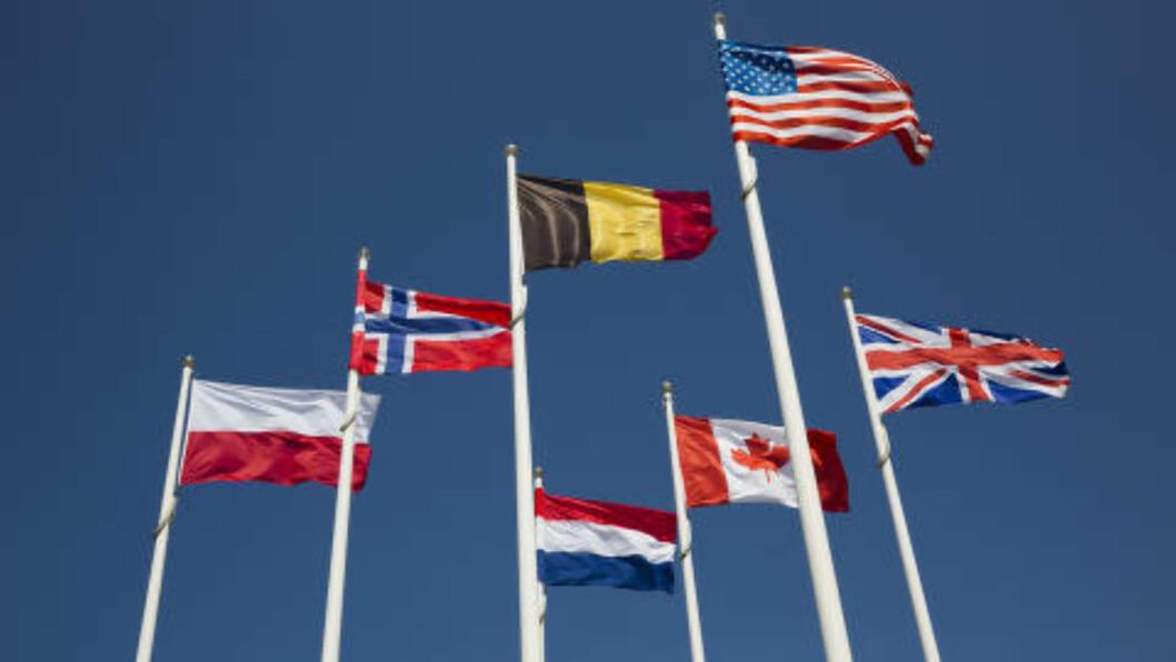 <strong>NÆR NORGE:</strong> Det norske flagget vaier i vinden mange steder i Normandie Den norske innsatsen under invasjonen blir ikke glemt. Nå kan du gi ditt fredsbidrag. Send inn ditt bidrag til «yarn-bombingen» av Normandie 70 år etter de alliertes invasjon. Foto: LARS EVIND BONES