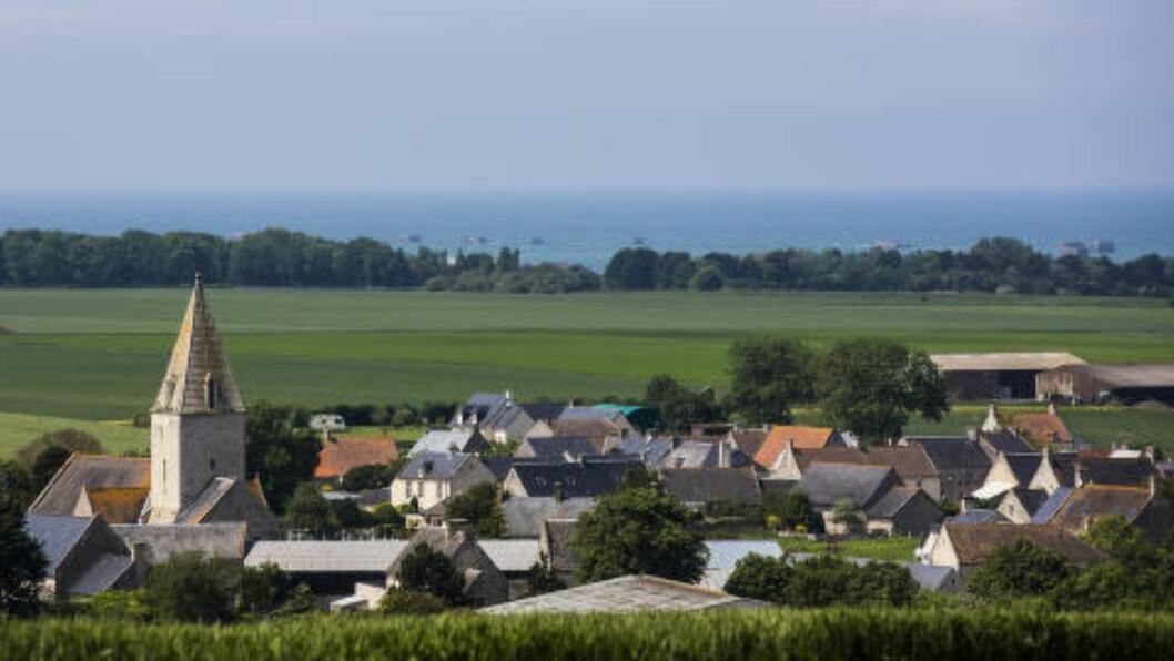 <strong>VAKKERT:</strong> Normandie  er grønne enger og idylliske landsbyer, men krigsminnene er aldri langt unna. Mange hus har kulehull I veggene fra kampene som raste etter at de allierte gikk i land. Foto: LARS EIVIND BONES