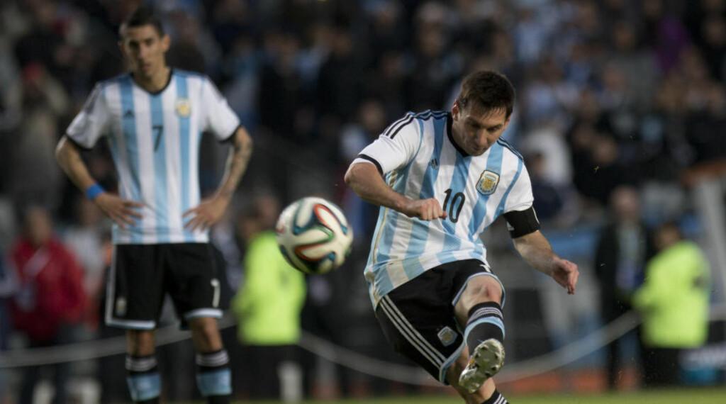 Spisskompetanse: Argentina er en av VM-favorittene, og med en antatt enkel gruppe er det ikke usannsynlig at VMs toppscorer er argentiner. Lionel Messi, Sergio Aguero og Gonzalo Higuain er alle kandidater. Her førstnevnte i skuddøyeblikket. Foto: AP Photo/Eduardo Di Baia.